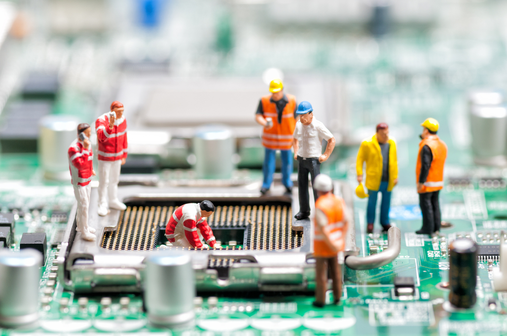 Workers on a circuit board - 404 image
