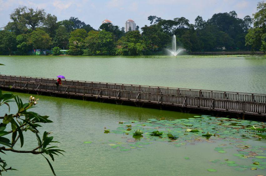 Lake (Kandawgyi) walkway