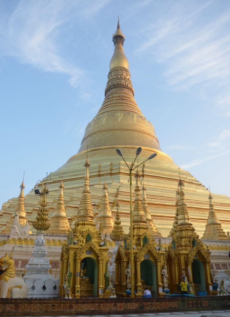 Shwedagon a (Pagoda)
