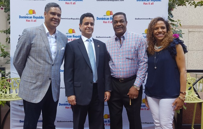 Blue Jays Legend Helps Promote The Dominican Republic In Canada From L R Abdallah Castillo