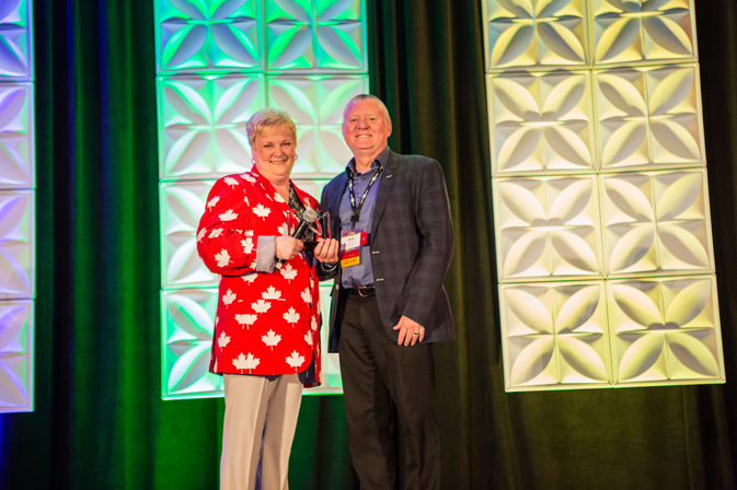Nexion Canada's General Manager, Esther Roemmele, presenting the Rising Star award to Gene Jochen at CoNexion 2017