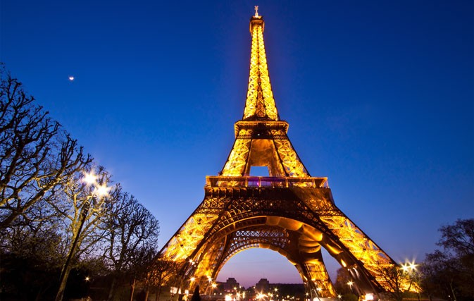 Did You Know Snapping A Pic Of The Eiffel Tower At Night Is Totally Illegal Travelweek