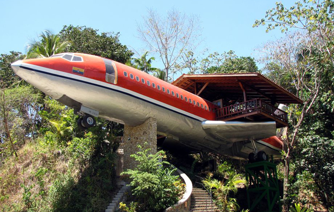 Costa Rica hotel converts airplane fuselage into luxury room