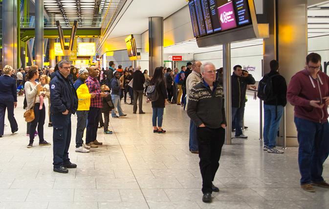 U.S. airlines get defensive on talk of banning overbooking flights