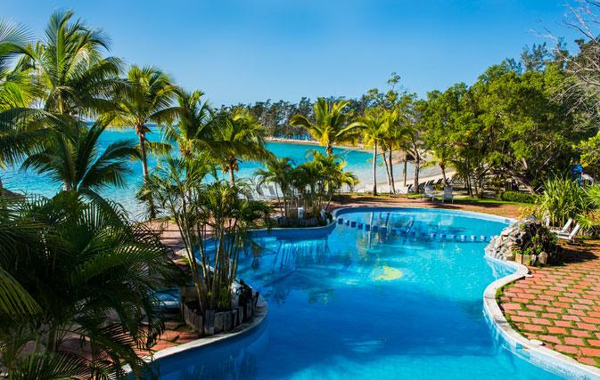 Sunwing adds revamped Fantasy Island Beach Resort in Roatan