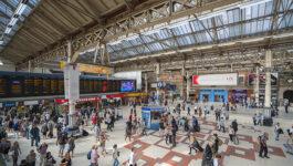 Commuter chaos in London following Network Rail power failure