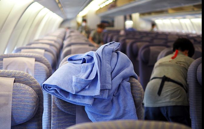 Ilustrasi selimut di pesawat