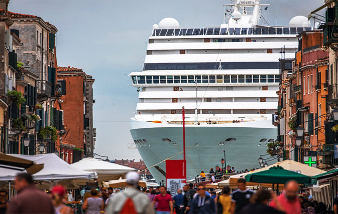 Venice-to-ban-cruise-ships-from-city-centre-starting-next-month