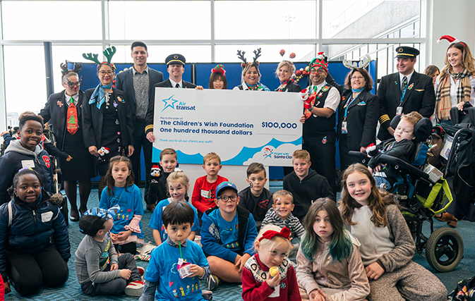 Air-Transat-spreads-holiday-cheer-on-annual-Flight-with-Santa-Claus-4