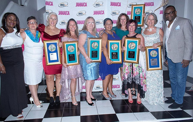 Canadian-agents-honoured-at-JTBs-One-Love-Affair-gala