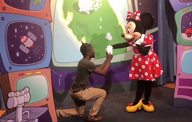 Watch-what-happens-when-a-man-proposes-to-Minnie-Mouse-right-in-front-of-Mickey
