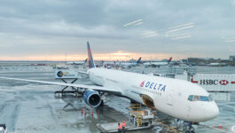 U.S. carriers say they have no plans to stop offering sun flights to Canadians